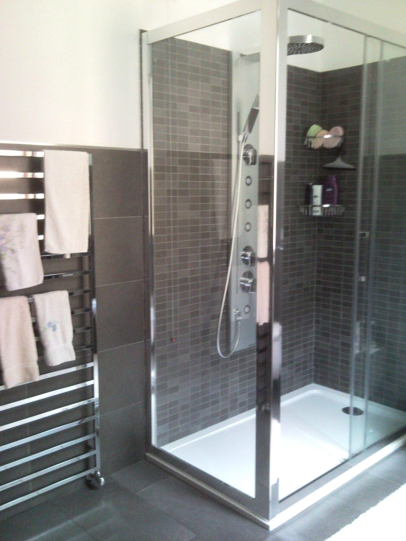 Bagno Moderno Rivestimenti: Come rivestire un bagno moderno ...