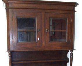 restauro mobile in legno con anta vetrata milano