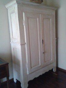 vecchio armadio stile provenzale