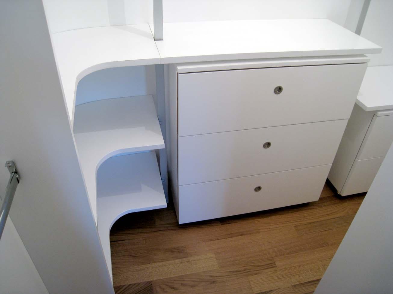 Cabina armadio con parete curva con struttura alluminio for Cabina armadio attraverso il bagno
