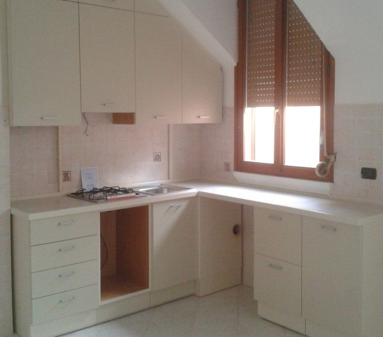 Cucina sottoscala - Creo Casa Milano progetta l\' arredo cucina