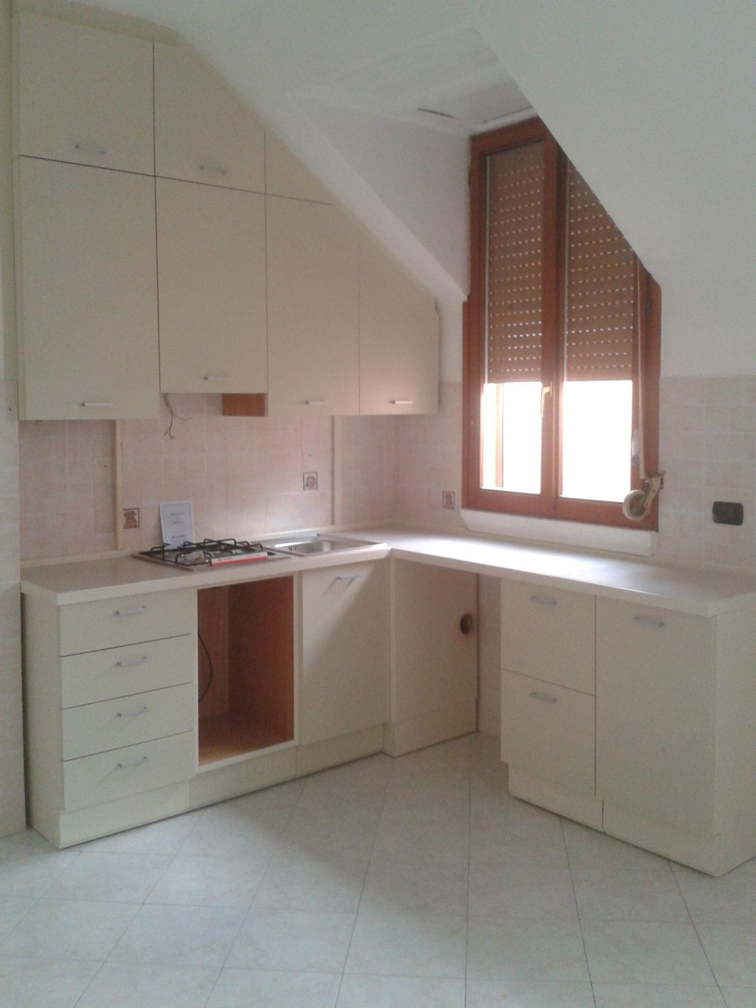 Cucina sottoscala creo casa milano progetta l 39 arredo cucina - Cucina su misura milano ...