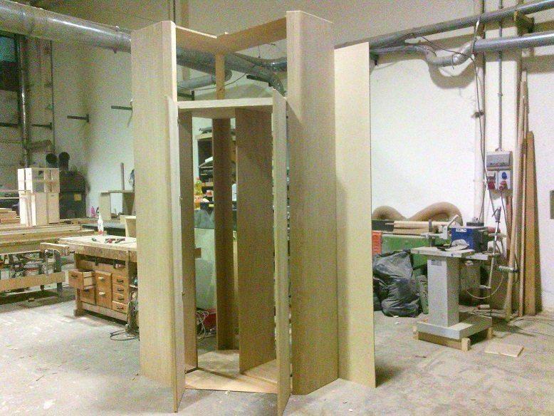 piccola cabina armadio in corridoio