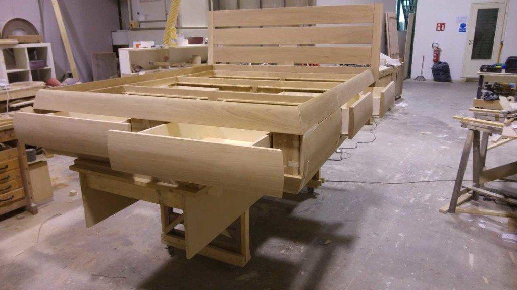 Arredamento della camera da letto in legno