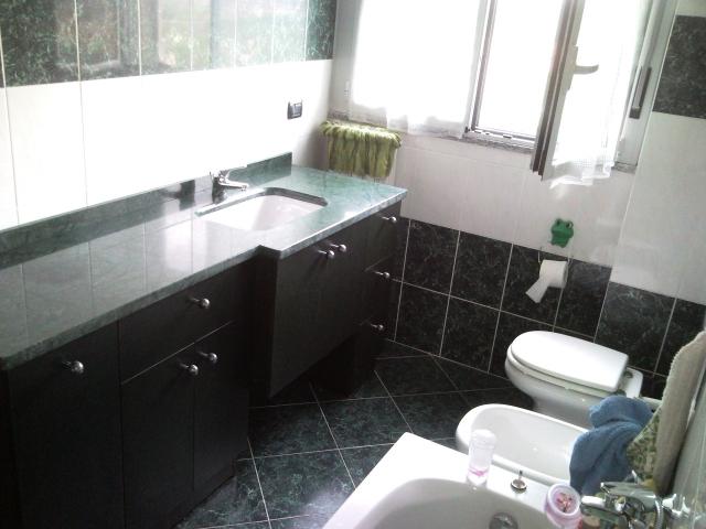 mobile bagno su misura con piano in marmo