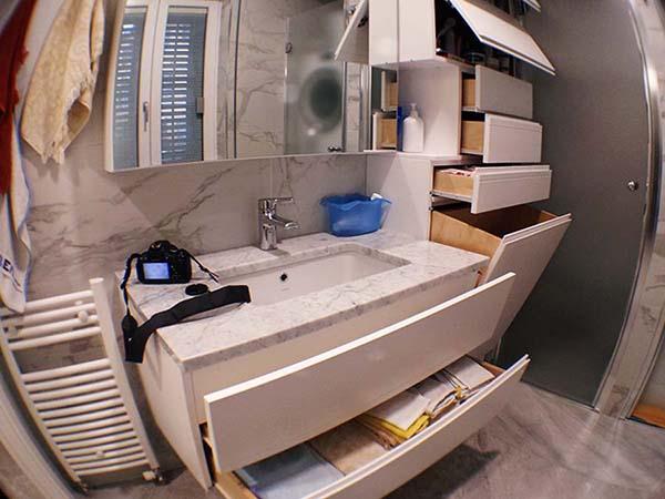 mobile bagno su misura sospeso