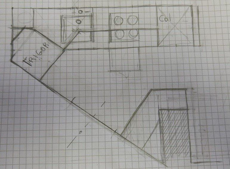 Cucina in stanza triangolare con pilastro reailizzata dal interior designer