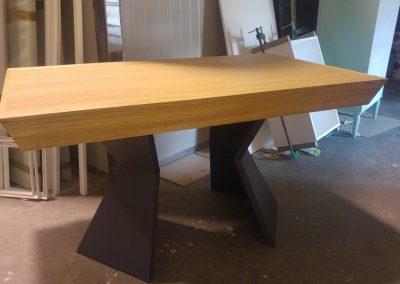 clessidra un tavolo in legno