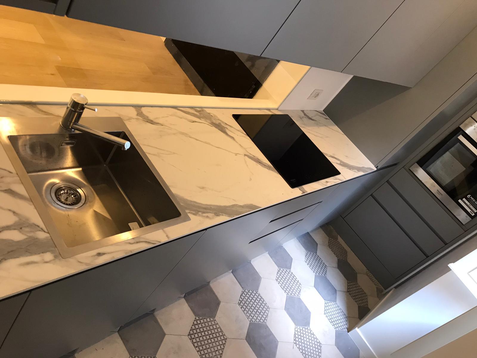 cucina su misura con top in HPL