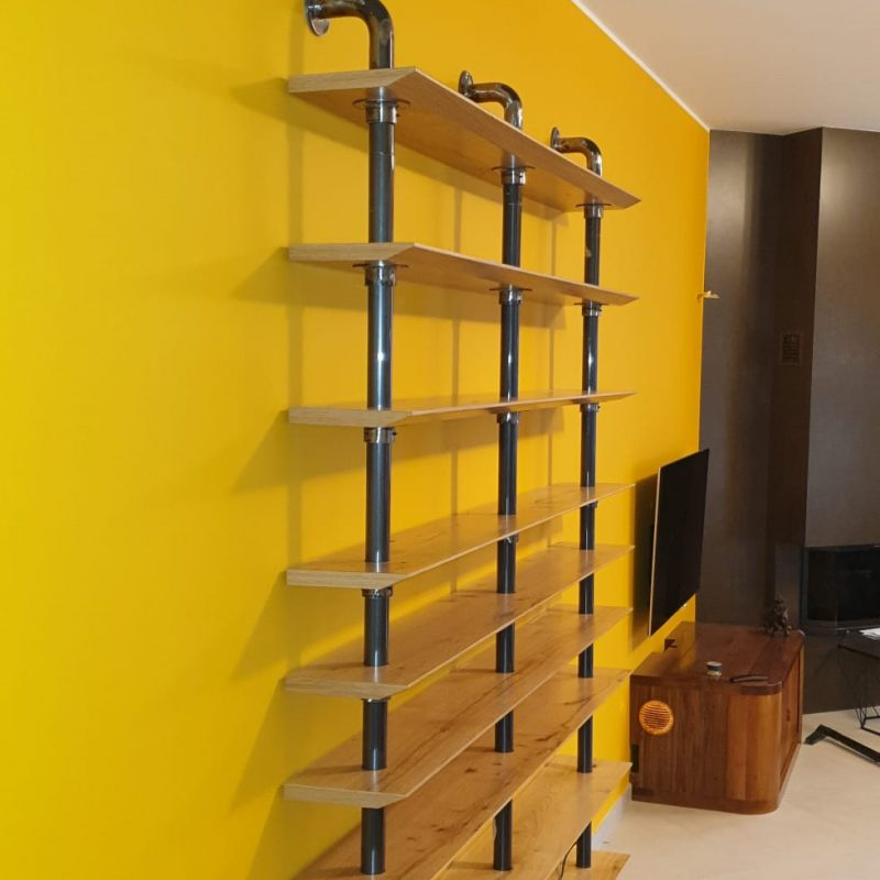 libreria in ferro e legno su misura