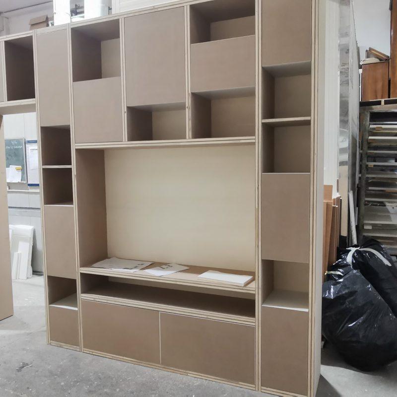 libreria su misura in listellare di legno